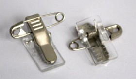 Nummerlappshållare med säkerhetsnål